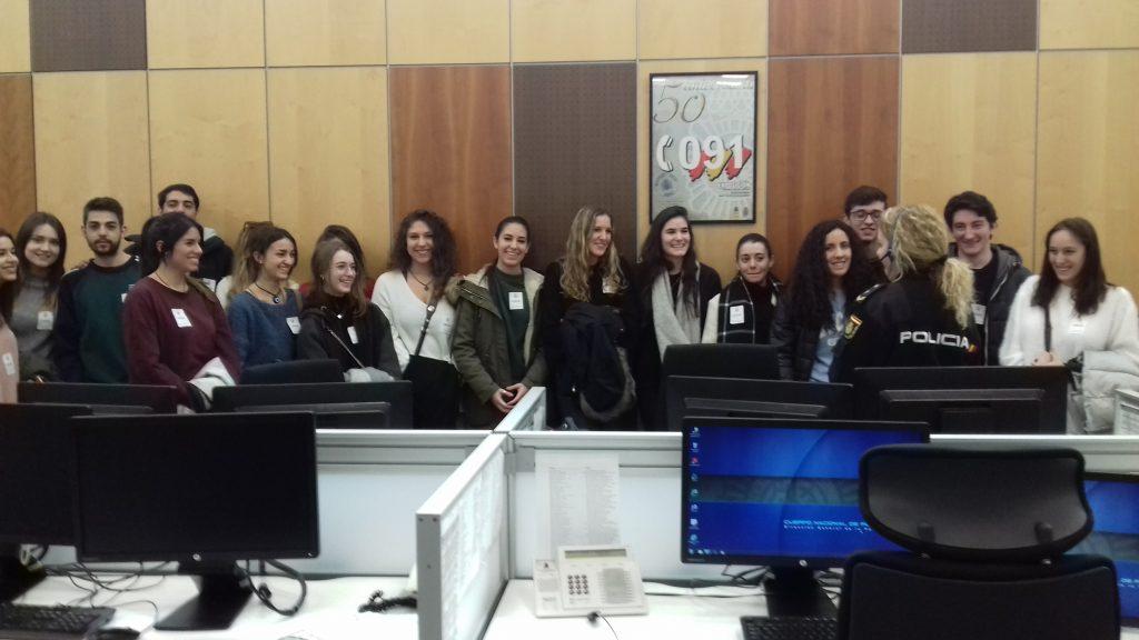 Visita de los alumnos 2 criminolog a al servicio 091 de for Sala 091 madrid