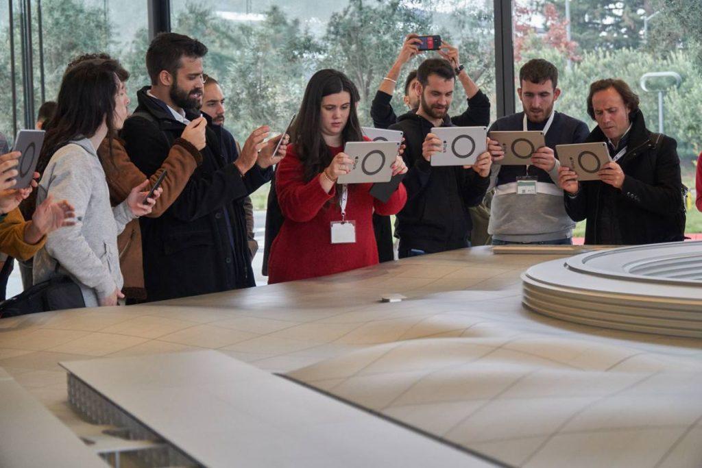 Algunos alumnos de ESERP Business School conociendo las nuevas tecnologías y tendencias