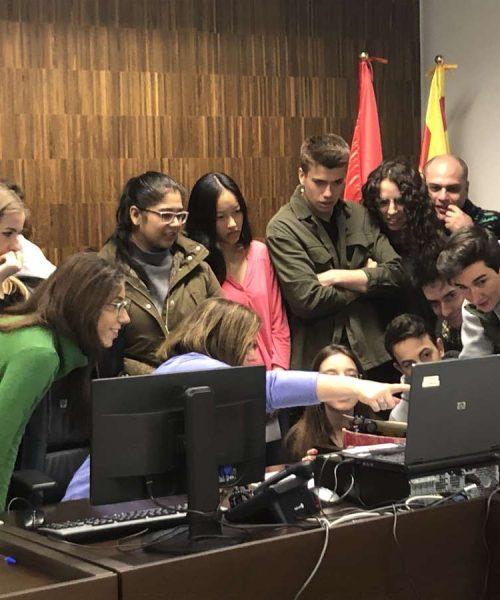 Alumnos de nuestros alumnos de ESERP Barcelona disfrutando de su visita a la Ciudad de la Justicia en Barcelona