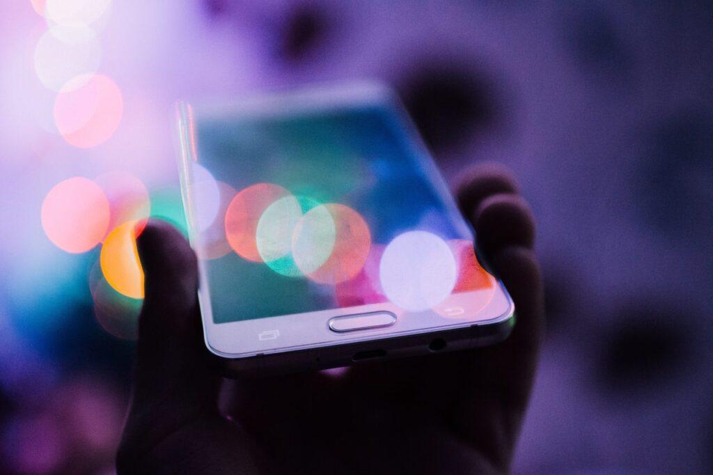 la digitalización, la planificación a corto plazo y el retraso en las decisiones de compra marcan nuestros nuevos comportamientos de compra.